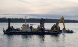 Draga de la tolva que trabaja en el puerto de Tauranga Fotos de archivo
