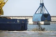 Dragado del puerto Imagen de archivo libre de regalías