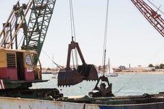 Dragaggio di Ayamonte, porto La Spagna Andalusia Immagine Stock
