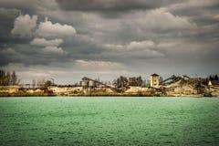 Dragando um lago em Whyl am Kaiserstuhl foto de stock