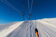 Draged vers le haut des pentes de ski Images stock