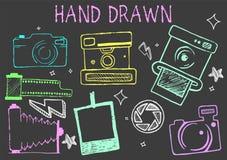 Dragen kritaillustration för vektor hand av kameror från olika tider isolerad fotografisk setwhite för 16 element utrustning stock illustrationer
