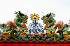 Draghi cinesi sopra il santuario cinese Immagine Stock Libera da Diritti