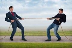 Dragkamp mellan den samma mannen Royaltyfri Foto