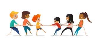 Dragkampstrid mellan pojkar och flickor Två grupper av barn av olikt könsbestämmer att dra mitt emot slut av repet stock illustrationer