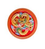 Dragón de oro adornado en la madera roja, estilo chino Imágenes de archivo libres de regalías