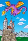 Dragón de vuelo con el castillo en la colina Imágenes de archivo libres de regalías