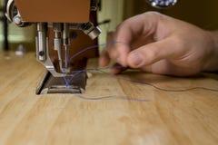 Dragning av en kommersiell symaskin arkivfoton