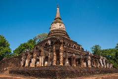 Dragningar i den siSatchanalai nationalparken: Wat Chang Lom Arkivfoton