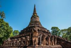 Dragningar i den siSatchanalai nationalparken: Wat Chang Lom Royaltyfri Foto