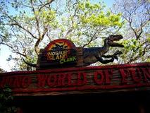 Dragningar inom dinosaurieön på Clark Picnic Grounds i Mabalacat, Pampanga Royaltyfria Foton