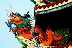 Drago al tetto del tempiale cinese fotografie stock