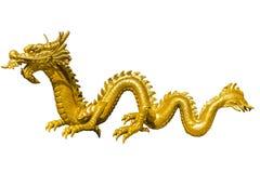 Drago cinese dorato gigante sul fondo dell'isolato Immagini Stock Libere da Diritti