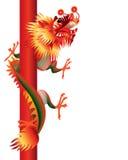Drago cinese su priorità bassa bianca con il palo Immagine Stock Libera da Diritti