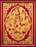 Dragão cinzelado madeira O teste padrão transporta uma arte chinesa original Imagens de Stock
