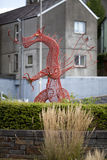 Drago rosso del metallo in Carmarthen in Galles ad ovest del sud fotografia stock libera da diritti