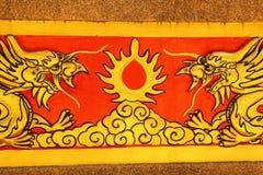Drago sulla parete Wat Khao ISan (Thepprathan) del tempio Fotografia Stock