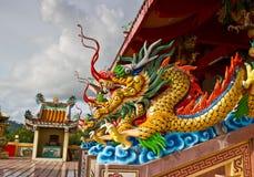 Drago in tempiale cinese Fotografia Stock