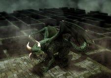 Drago verde arrabbiato di fantasia in un labirinto Fotografie Stock Libere da Diritti