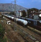 Dragoman Bulgarien - September 15, 2010: Sikt till järnvägsstationen i dragomanen, Bulgarien royaltyfri bild