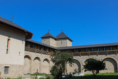 Dragomirna修道院-内部庭院 库存照片