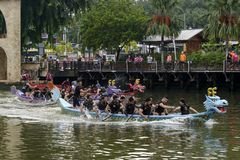 Dragon Boat Competition bij Melacca-Rivier Stock Fotografie