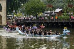 Dragon Boat Competition på den Melacca floden Arkivbild