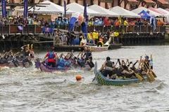 Dragon Boat Competition på den Melacca floden Fotografering för Bildbyråer