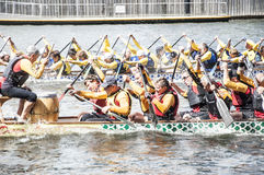 Dragon Boat Racing Royaltyfria Bilder