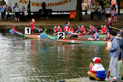 Dragon Boat Racing Images libres de droits