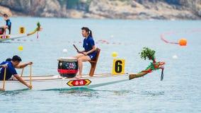 Dragon Boat Racing em Stanley, Hong Kong imagem de stock