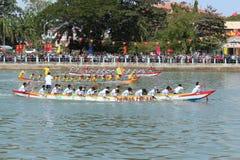 Dragon Boat Racing Festival tradicional no rio do Ca Ty, Phan Thi imagem de stock royalty free