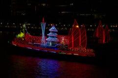Dragon Boat sul fiume delle Perle Canton Cina fotografie stock