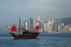 Dragon Boat traditionnel en Hong Kong Harbor Photographie stock