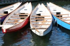 Dragon Boats på skeppsdockan Arkivbilder