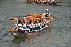 Dragon boats teams preparation at DBS river Regatta 2013 Royalty Free Stock Photography