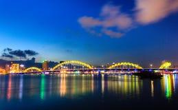 Dragon Bridge drakebro i Da Nang, Vietnam Arkivfoto
