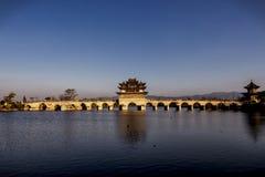 Dragon Bridge gemelo en Jianshui, Yunnan, China Imagen de archivo