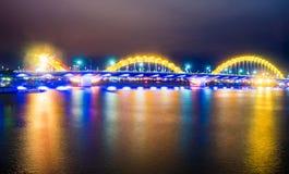Dragon Bridge i den Danang staden Arkivfoton