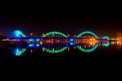 Dragon Bridge na noite na cidade do Da Nang Imagem de Stock