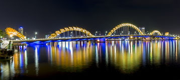 Dragon Bridge, vida noturno do Da Nang Imagem de Stock Royalty Free