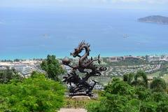 Dragon Bronze na baía de Yalong, Sanya, China fotografia de stock