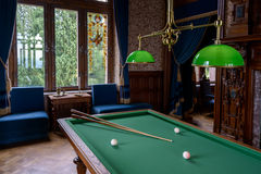 Dragon Castle, interior, sala de bilhar imagens de stock royalty free