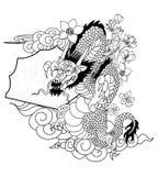 Dragon chinois avec le tatouage d'éclaboussure de fleur et d'eau de Sakura Vecteur d'art de fleur de pêche de tigre et de cerise  image libre de droits