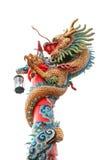 Dragon chinois enroulé autour du poteau rouge sur le blanc photo stock
