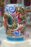 Dragon d'or avec le fléau rouge Photo stock