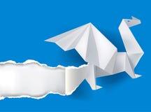 Dragon d'origami déchirant le papier Photos libres de droits