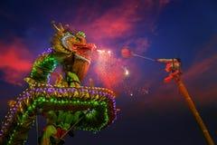 Dragon Dance in een Chinese Nieuwjaar` s Viering Royalty-vrije Stock Foto