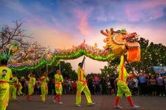 Dragon Dance en una celebración china del ` s del Año Nuevo