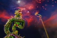 Dragon Dance en una celebración china del ` s del Año Nuevo Imágenes de archivo libres de regalías